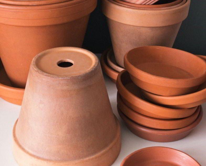 Vases circulaires en terre cuite